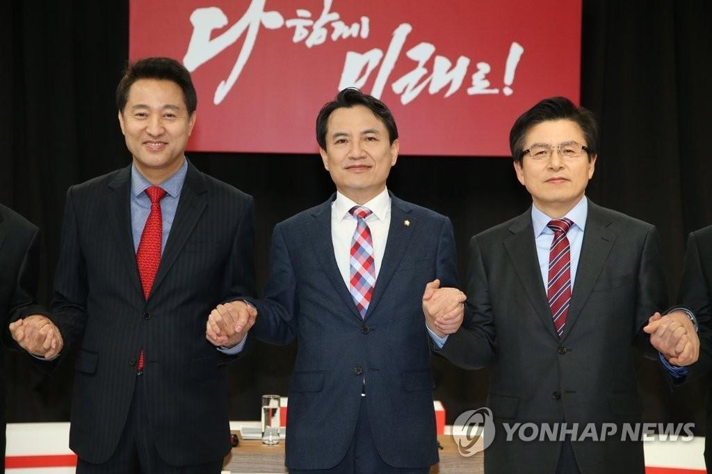 '5·18 망언' 한국당 지지율 하락세...문대통령 49.8%