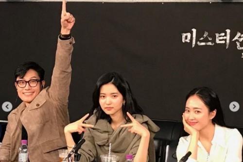 """'미스터 션샤인' 이병헌, 김태리·김민정 옆에서 개구진 매력 과시 """"마지막 공식일정"""""""