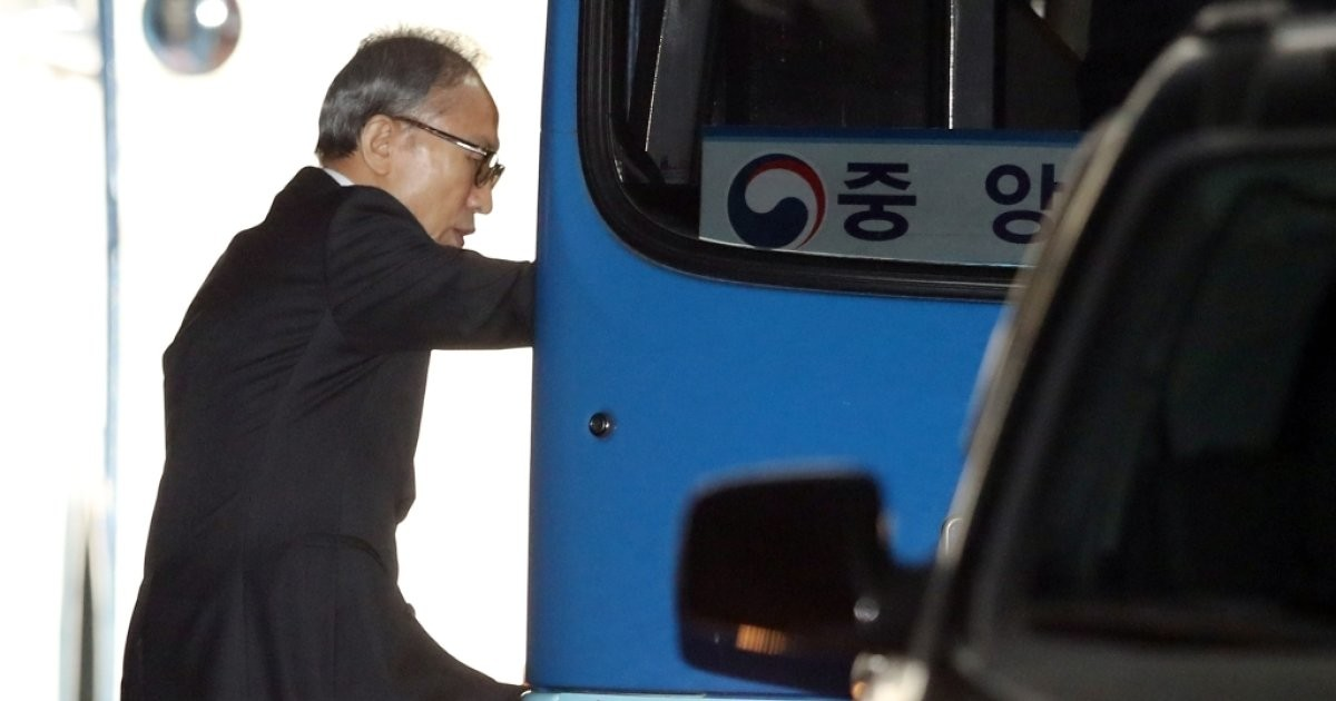 구치소 향하는 이명박 전 대통령