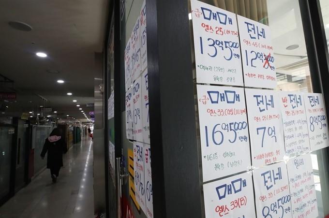 '부동산 안 사요' 꽁꽁 얼어붙은 시장… 주택매매 작년보다 28% ↓