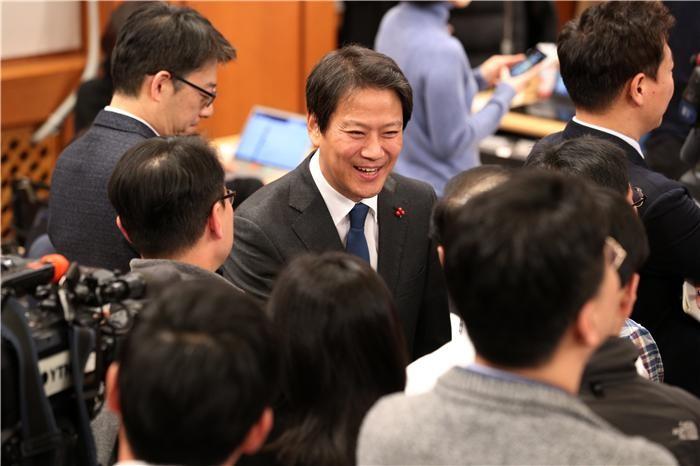 총선 채비하는 1기 청와대 참모진들