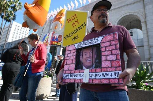 더 거세지는 反 '트럼프 국가비상사태'