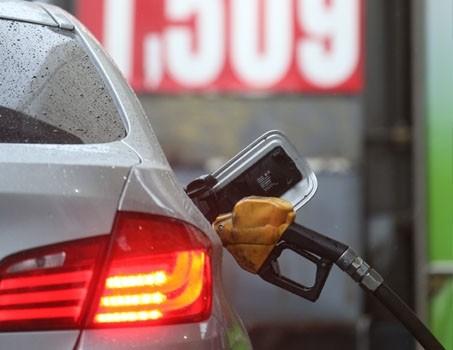 주유소 기름값 바닥쳤다…휘발유 가격, 넉달 만에 상승