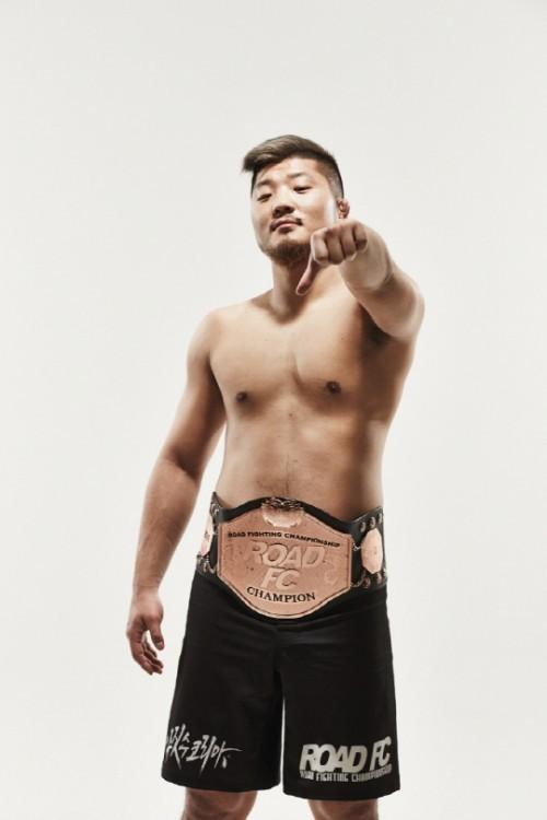 """권아솔, UFC 데이나 대표에 """"아시아시장 먹고 싶으면 빅토리권을 잡아라"""""""