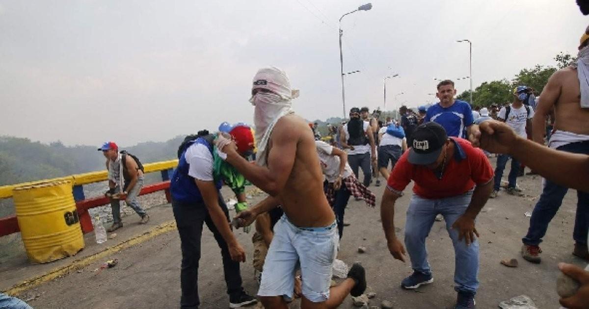 베네수엘라 구호품 반입두고 '유혈 충돌'…2명 사망