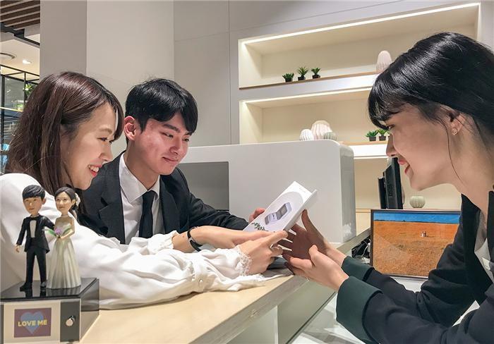 현대백화점, 파격 할인 웨딩 멤버십 '더 클럽웨딩' 론칭