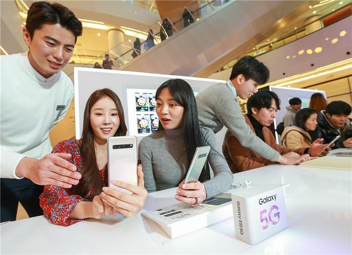 갤럭시 스튜디오서 첫 5G 스마트폰 '갤럭시S10' 만나보세요