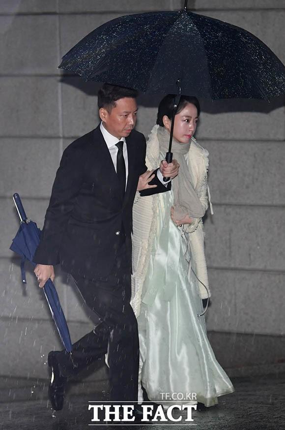 고 정주영 18주기 참석하는 정대선-노현정 부부