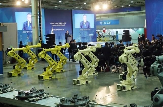 2023년까지 로봇산업 15조 규모로 키운다…서비스로봇 1만대 보급