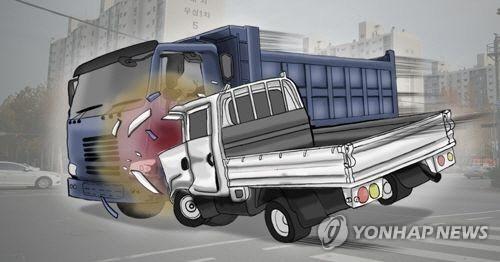 당진영덕고속도로 신영터널서 승용차가 25t 화물차 추돌…1명 사망