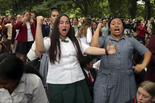 뉴질랜드에선 왜 테러 희생자를 애도하며 하카 춤을 출까