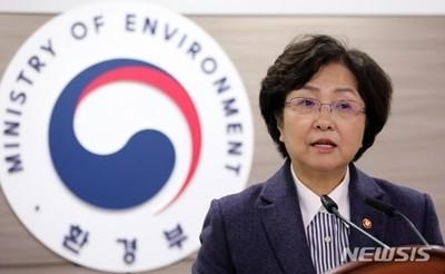 `환경부 의혹` 김은경, 文정부 전직 장관 첫 구속영장