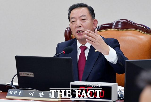 '국회 화장실 흡연' 이찬열 의원, 변명은 더 '허탈'