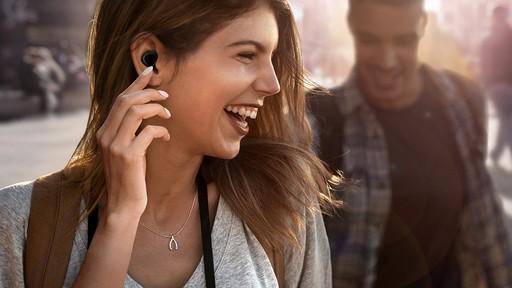 애플 vs 삼성, 무선 이어폰 경쟁 후끈
