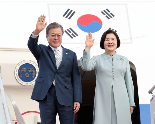 """文, 이미선·문형배 헌법재판관 '임명'…나경원 """"文의 오만한 결재"""""""