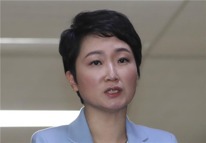 """이언주 """"한국당이 부르면 간다""""…입당의사 밝혀"""
