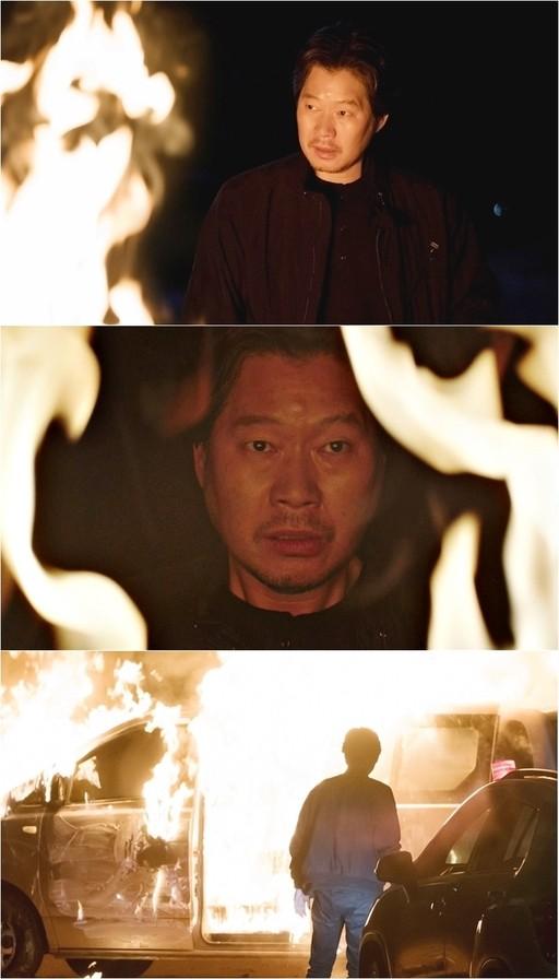 '자백' 유재명, 화염 속 강렬한 눈빛…살인마 윤경호 뒤쫓는다