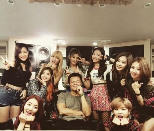 '게이트' 비껴간 JYP엔터…박진영 지분가치, 이수만도 제쳤다