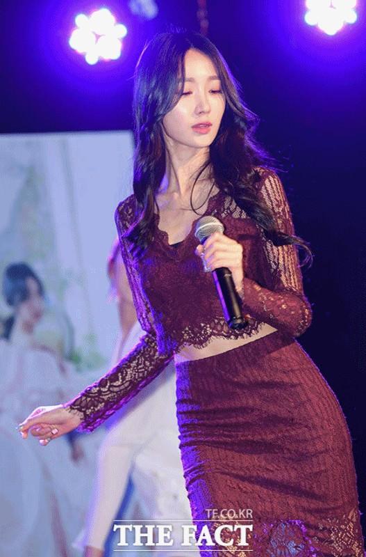"""트로트 가수 박하이, 섹시한 비주얼도 난 좀 """"달라요"""""""