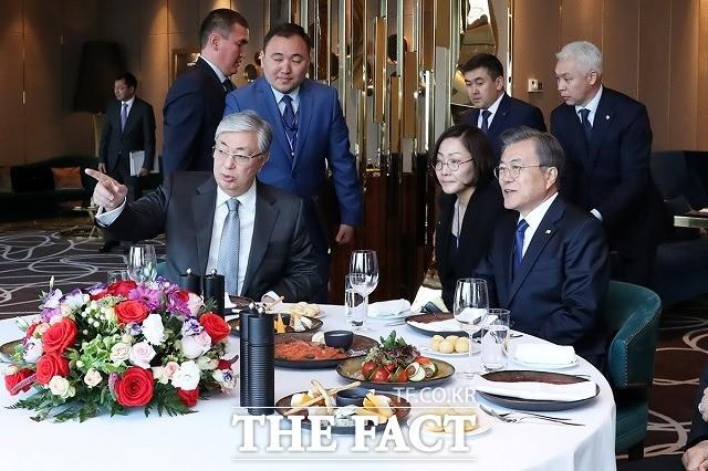 文대통령, 北 비핵화 관련 카자흐와 협의 지속해 나가기로