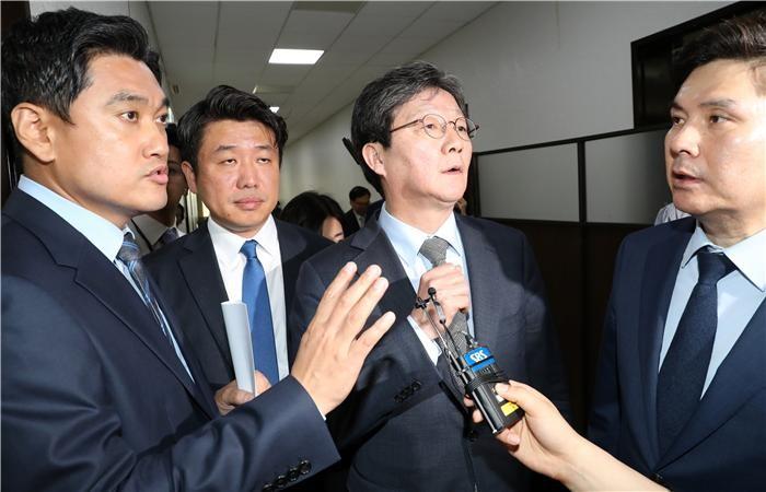 바른미래당 '오신환 사보임' 강행…문희상 의장, 내일 오전 허가할 듯