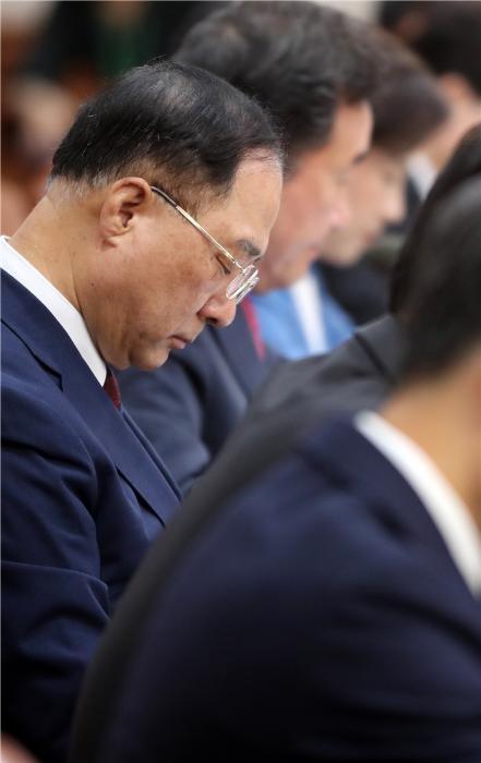 정부 '마이너스 성장 쇼크'에 긴급장관회의 개최