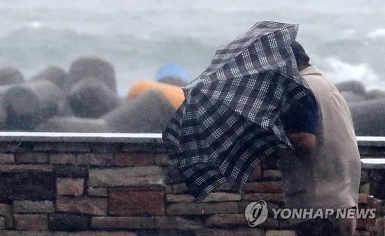 오후부터 전국 '비 소식'…돌풍에 천둥·번개 주의