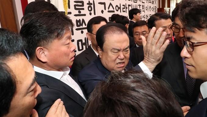 문희상 국회의장, 서울대병원으로 긴급 이송