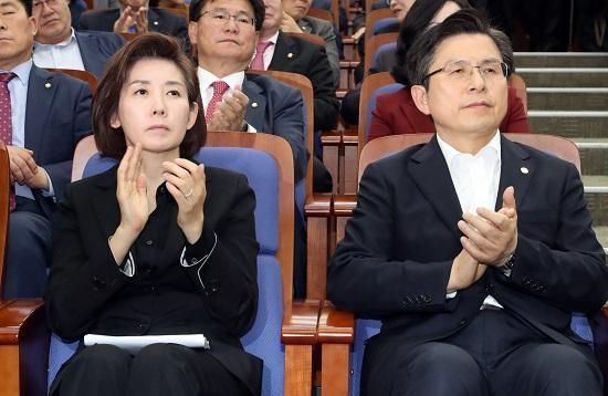한국당, 장외투쟁 확대…광화문 천막당사도 검토