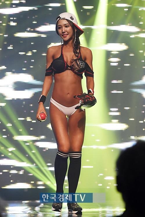 '머슬마니아 세계대회' 모델 4위 안인선, 8등신 각선미