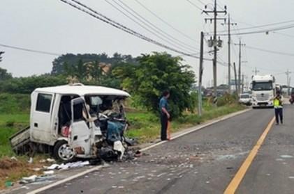 전북 고창서 승용차·트럭 정면충돌… 3명 사상