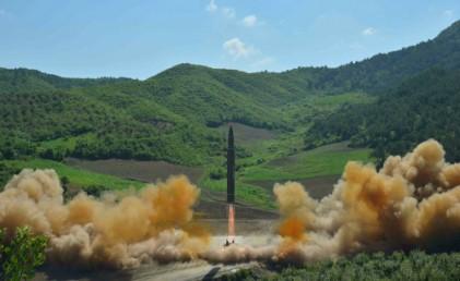 "WP ""北 ICBM 2018년 美본토 타격 가능"""