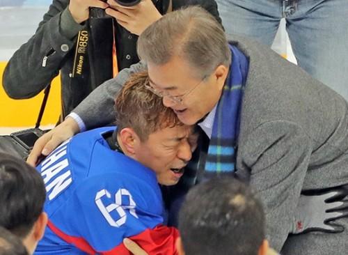 '아이스하키 이탈리아 꺾고 동메달' 문 대통령 내외, '빙판 위는 눈물 바다'