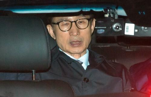 '권력무상' 느낀 MB…지지자와 측근들도 떠났다