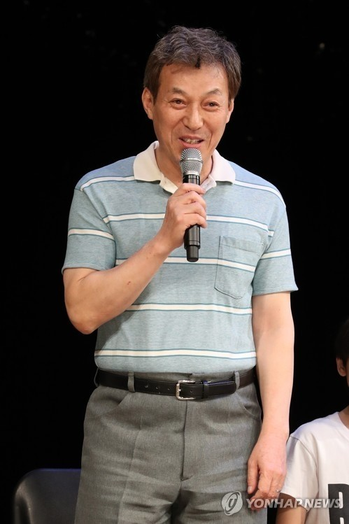 김갑수, '좌안 망막박리' 왼쪽 눈 수술…뮤지컬 무대서 하차