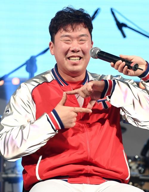 안치홍, 개인 두 번째 2루수 골든글러브 수상 …2위 박민우와 6표차
