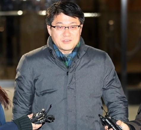 """'국정원 불법자금 수수 의혹' 김진모 구속…""""혐의 소명, 증거인멸 우려"""""""