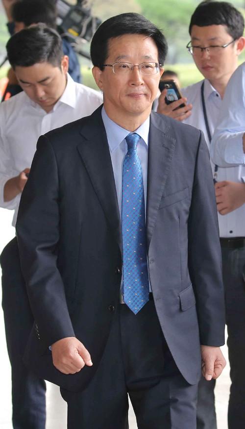 '국정원 댓글 부대' 민병주 前 심리전단장 보석 '석방'