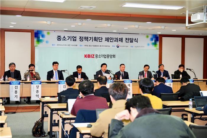 '중기 정책기획단' 정책과제 전달…민간 시각 정책개편 시동