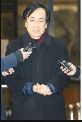 """MB 측근 김희중 """"국정원 돈 수천만원, MB 美 순방 전 전달"""", 檢 """"여비로 쓴 듯"""""""