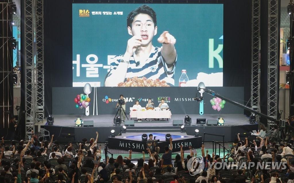 한국 청소년 1인 방송 보는 주요 매체 1위는?