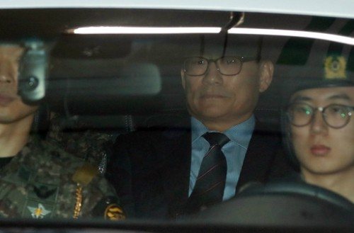 한때 직권남용 혐의론 '처벌 불가' 관측…검찰단, 계좌추적 끝 '뇌물수수'로 영장