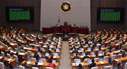한국당 담뱃세 인하 추진…딜레마에 빠진 문재인 정부