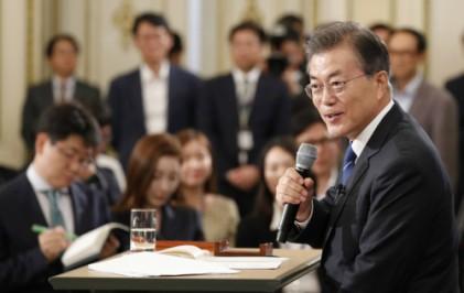 文대통령 지지율 78%… 취임 100일 시점 역대 2위