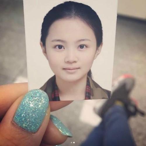 """이하이, 여권 사진 공개 """"여권 사진 찍을 땐 화장 꼭"""""""