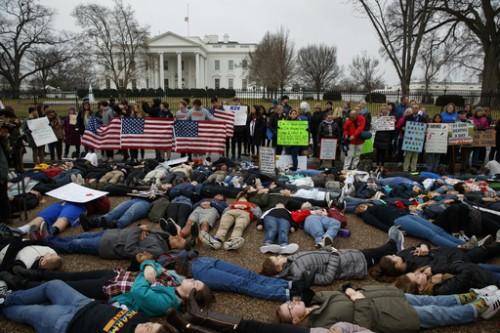 'Me Next' 백악관 앞에서 시위하는 청소년들… 美 총기규제 힘 받나