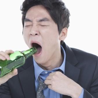 술 많이 마시는 사람, 치매 위험 3배 높아