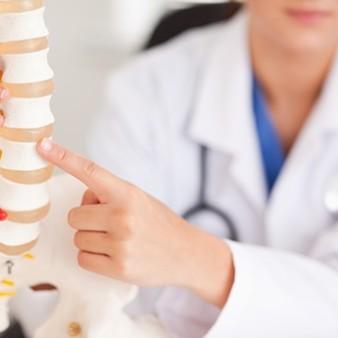 척추협착증 치료, 자세교정만으로 가능할까?