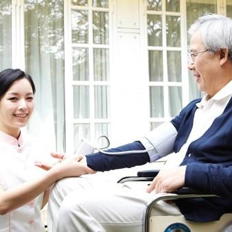 노인 고혈압, 증상 없다고 무시하지 마세요!