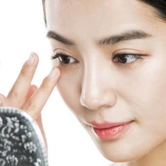 다크서클 완화를 위한 눈밑지방재배치수술 효과가 길게 유지되..